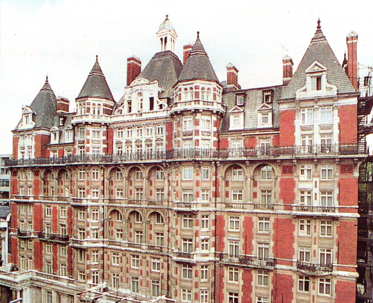 AVINEWS 330: HYDE PARK HOTEL A LONDRA